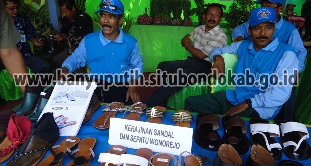 Pengerajin Sandal dan Sepatu Desa Wonorejo Kecamatan Banyuputih